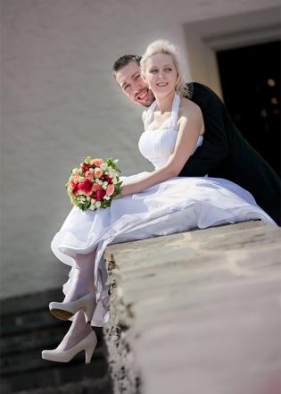 Brautpaar entspannt